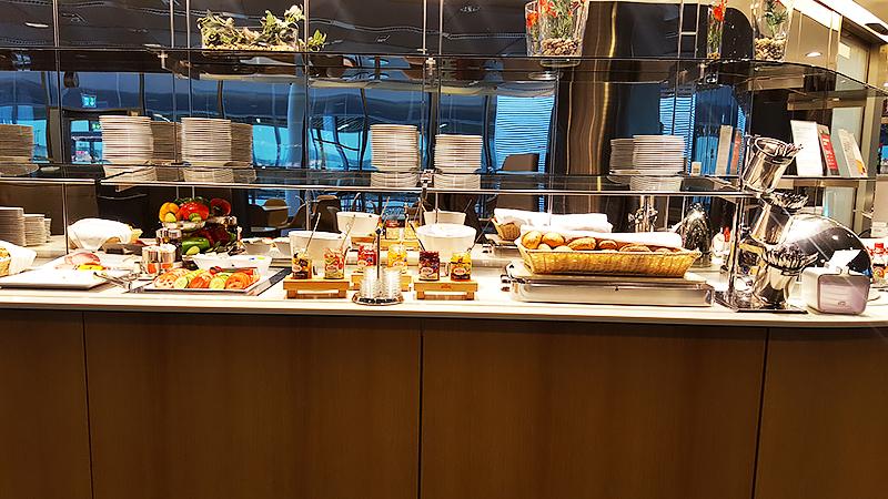 Lufthansa Business Class Lounge Frankfurt - Travel with Mia - Buffet