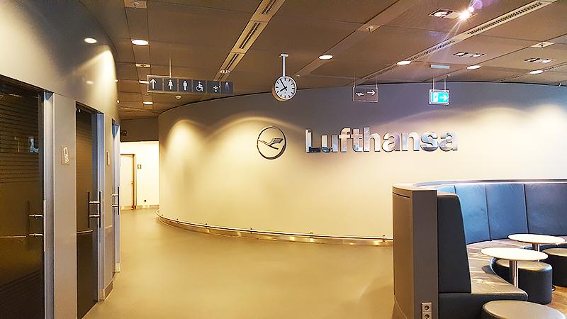 Lufthansa Business Class Lounge Frankfurt - Travel with Mia - Sign