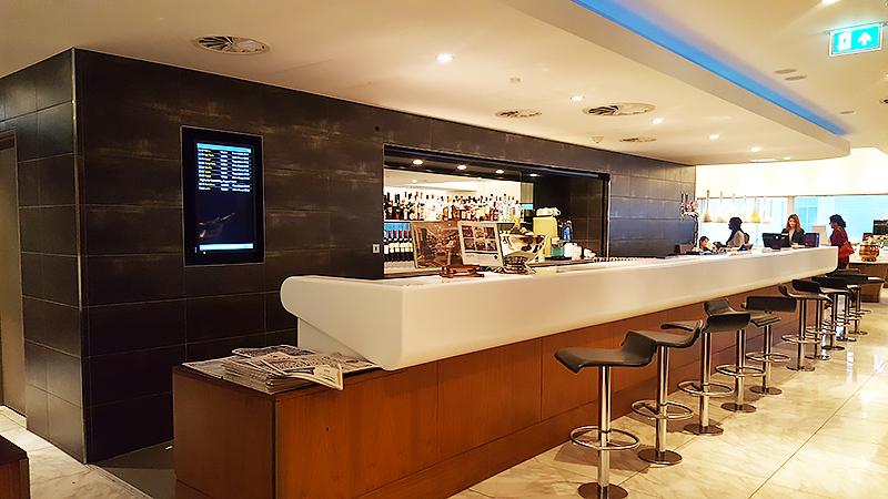 No 1 Lounge London Heathrow - Travel with Mia - Bar
