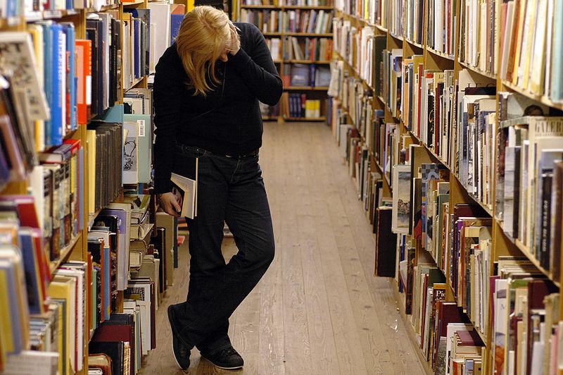 800px-Bibliotecaestantes