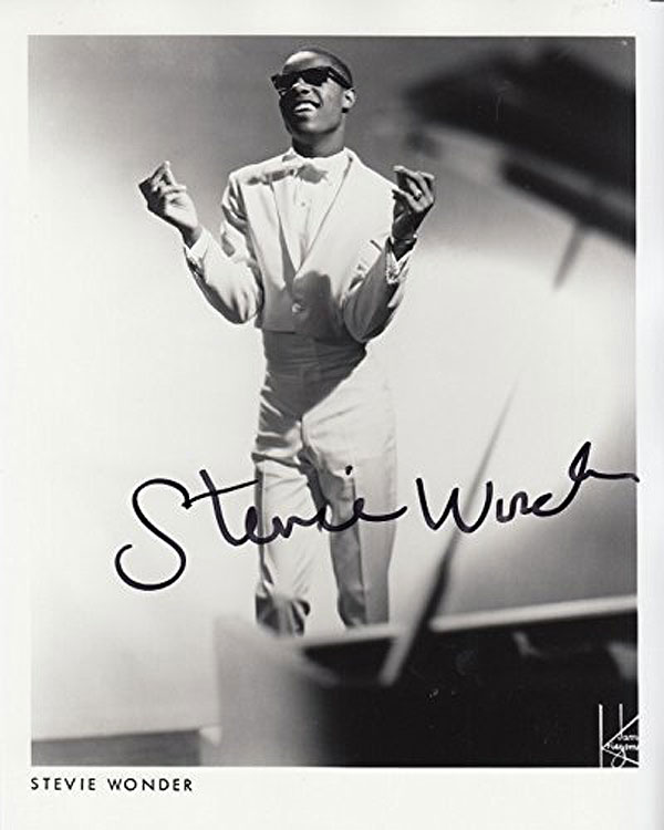 Stevie Wonder - Autographed photo 10 x 8