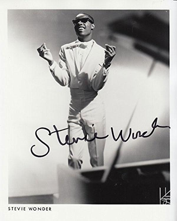 Stevie Wonder - Autographed photo 10 x 8