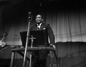 Paul_Robeson_yn_Eisteddfod_Genedlaethol_Cymru,_Glynebwy,_1958