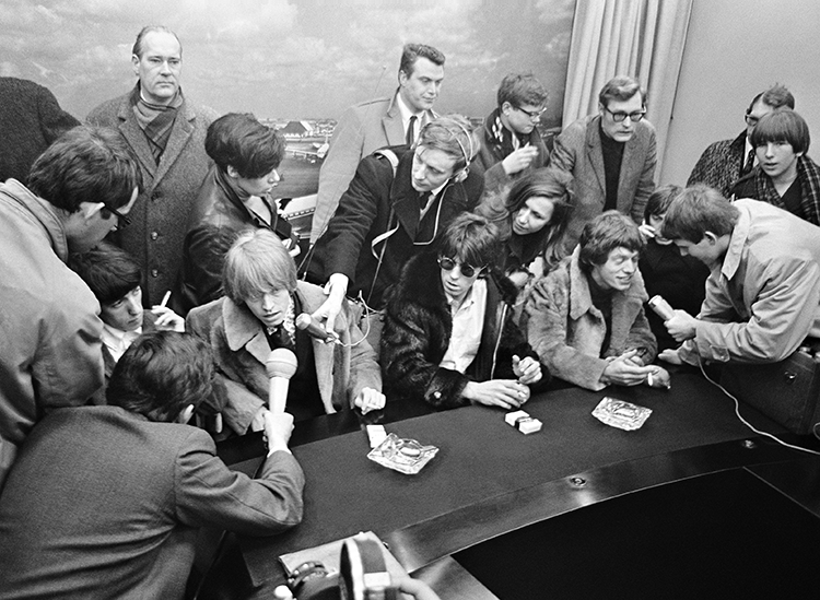 Rolling_Stones_at_Schiphol_1966-2