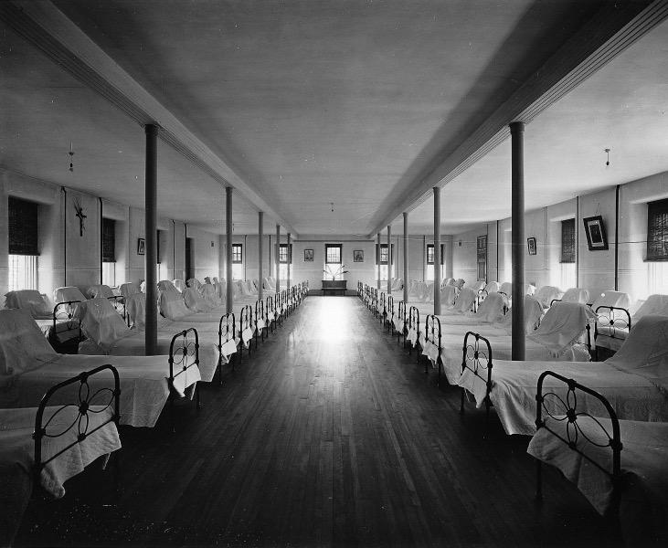 Dortoir_asile_de_Longue-Pointe_1911