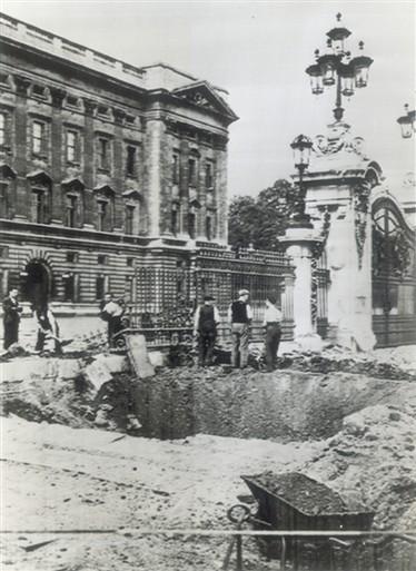 Buckingham_Palace_Bomb