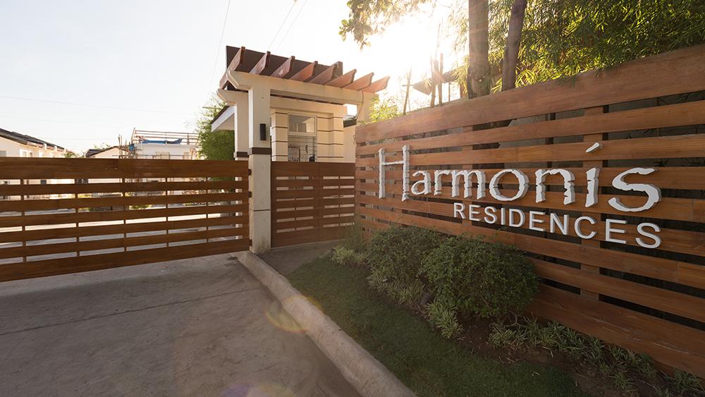 Harmonis Entrance
