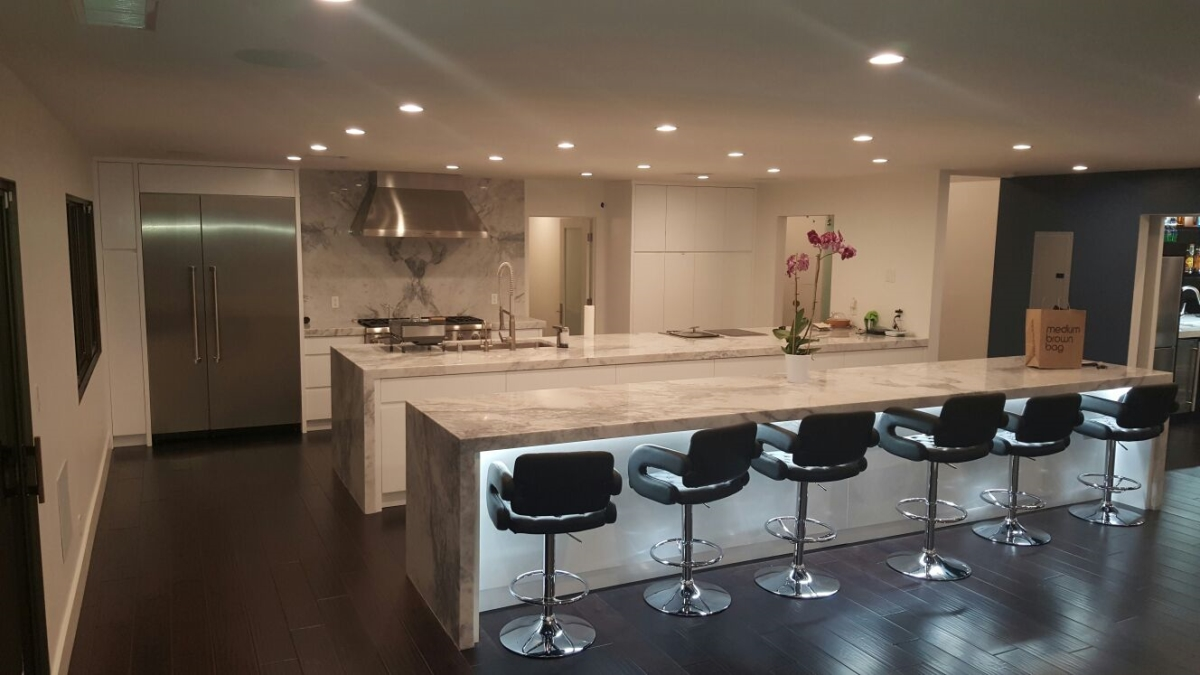 Bar Ensuite Entertainer's White Lacquer with Marble Pasadena
