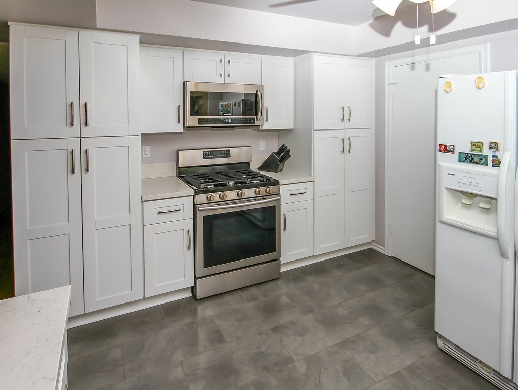 Kitchen Remodel with White Shaker and Quartz Countertop in Northridge CA