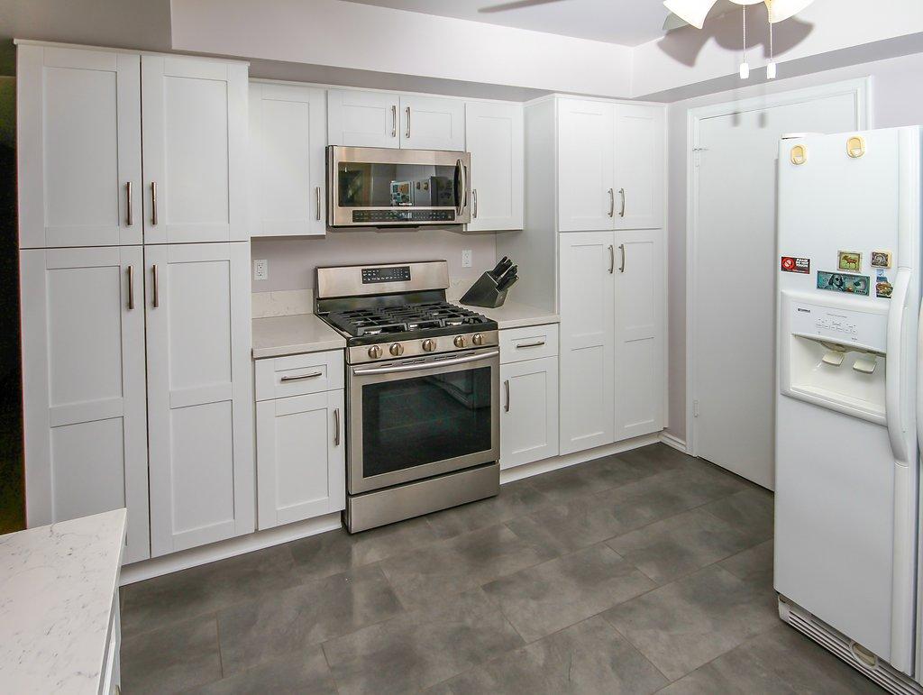 Kitchen Remodel with White Shaker and Quartz Countertop in Northridge CA