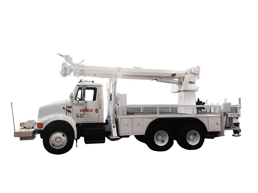 Grúa Altec D845-TR sobre camión 6×4 International