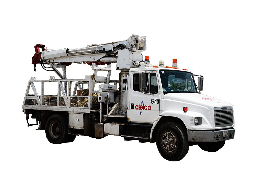 Grúa Altec D945TB sobre camión Freightliner