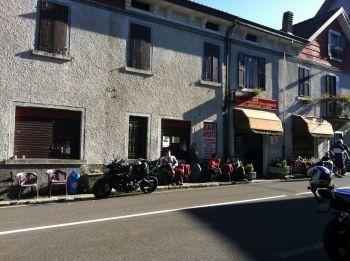 italiainpiega-pieghe-meravigliose-itinerari-moto-nord-italia-il-profumo-del-prosciutto crudo-di-parma-passo della cisa 1