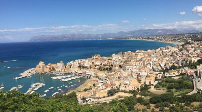 italiainpiega-pieghe meravigliose-itinerari moto sud isole italia-sicilia occidentale-castellammare del golfo