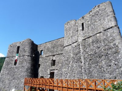italiainpiega-pieghe meravigliose-itinerari-moto-nord-italia-passo del tomarlo-san stefano d'aveto-castello