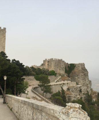 italiainpiega-pieghe meravigliose-itinerari moto sud isole italia-sicilia occidentale-erice castello