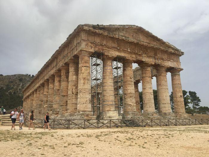 italiainpiega-pieghe meravigliose-itinerari moto sud isole italia-sicilia occidentale-segesta