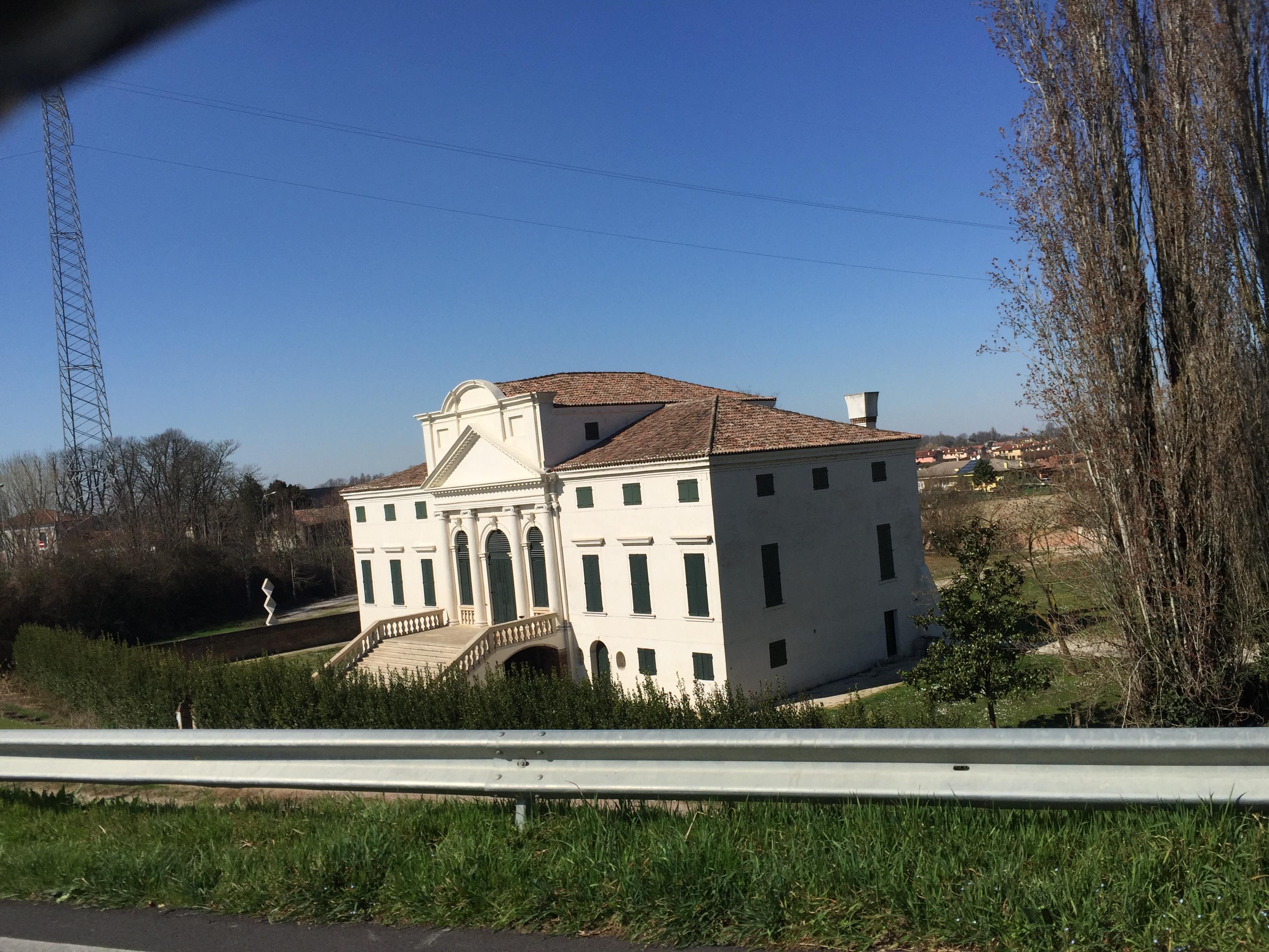 italiainpiega-pieghe meravigliose-itinerari-moto-pianura-padana-argine sinistro del fiume po-polella-villa morosini