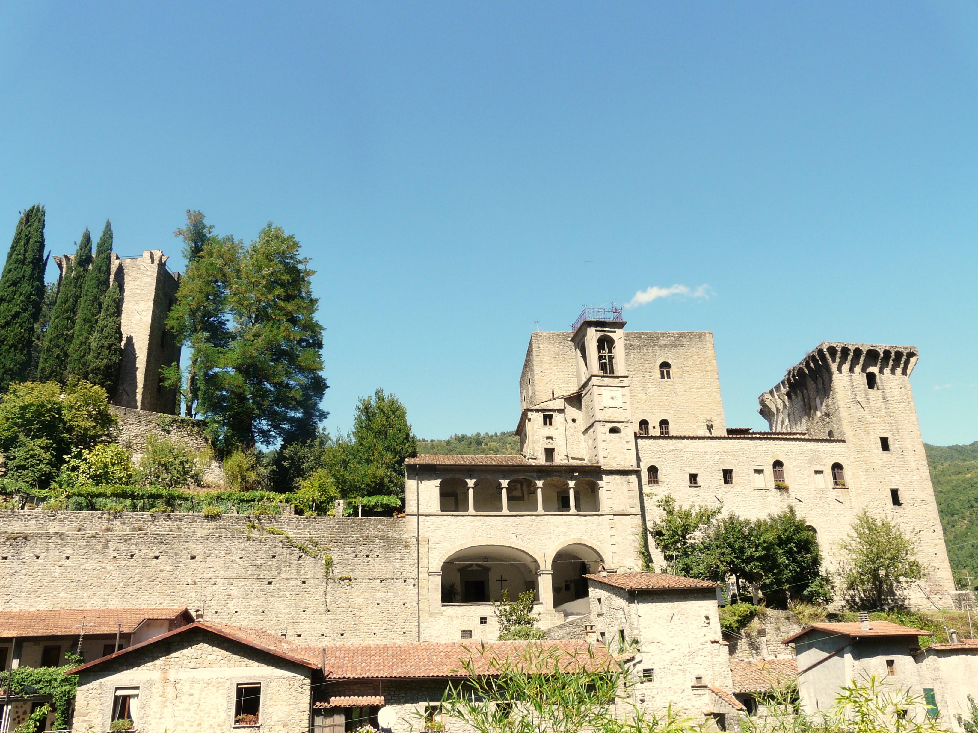 italiainpiega-pieghe meravigliose-itinerari-moto-centro-italia-garfagnana-fortezza verrucola1