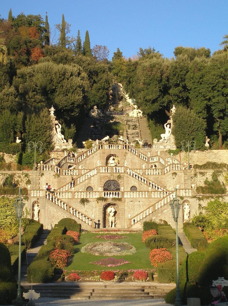 italiainpiega-pieghe meravigliose-itinerari-moto-centro-italia-garfagnana-villa garzoni