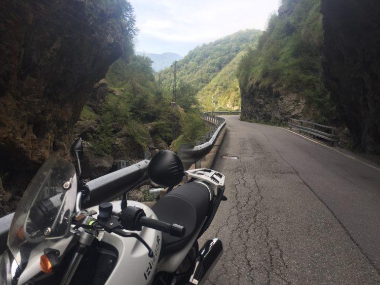italiainpiega-pieghe meravigliose-itinerario-moto-nord-italia-passo san marco-orrido di val taleggio 2