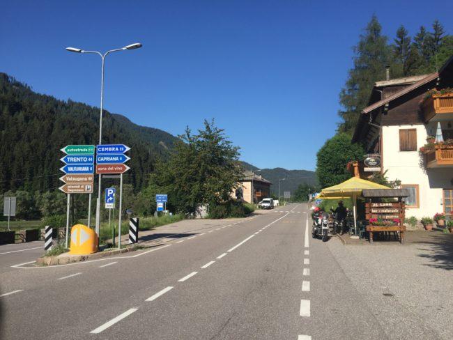 italiainpiega-pieghe meravigliose-itinerario moto nord italia-lago di braies-bar il lago molina di fiemme