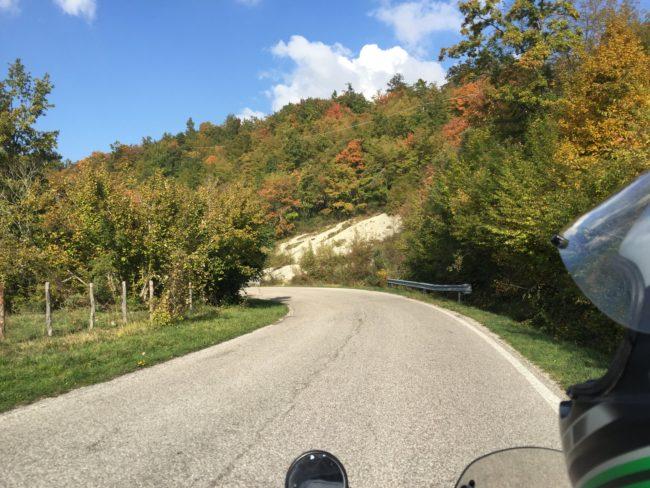 italiainpiega-pieghe meravigliose-itinerari  moto centro italia-tempio del valadier-parco interregionale del sasso simone e simoncello