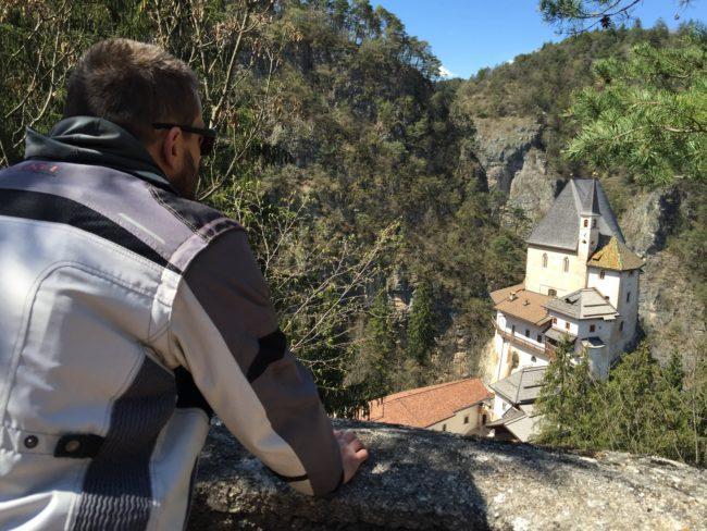 italiainpiega-pieghe meravigliose-itinerari moto nord italia-val di non-santuario san romedio 7