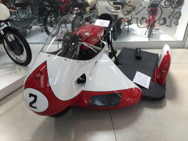 italiainpiega-motoenonsolomoto-museo piaggio-gilera sidecar