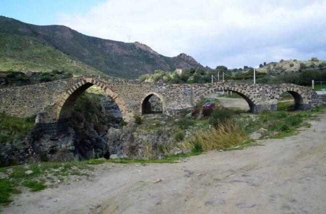 italiainpiega-pieghe meravigliose-itinerari moto sud italia-sicilia orientale-ponte dei saraceni