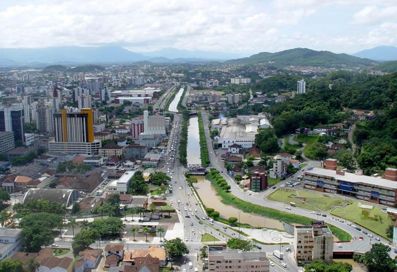 Vista aérea do centro de Joinville (SC), cidade que também é destino para haitianos. Crédito: Joinville.co