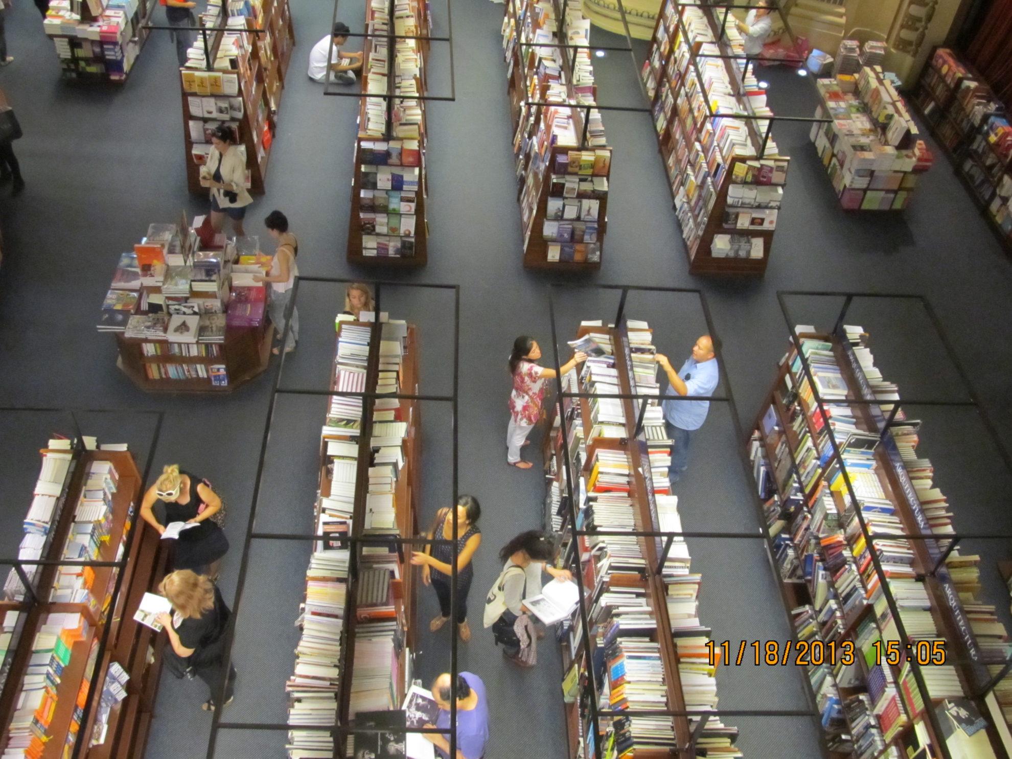 Público em área da Livraria Ateneo, em Buenos Aires. Cultura é um dos pontos de destaque da capital argentina e do país. Crédito: Rodrigo Borges Delfim
