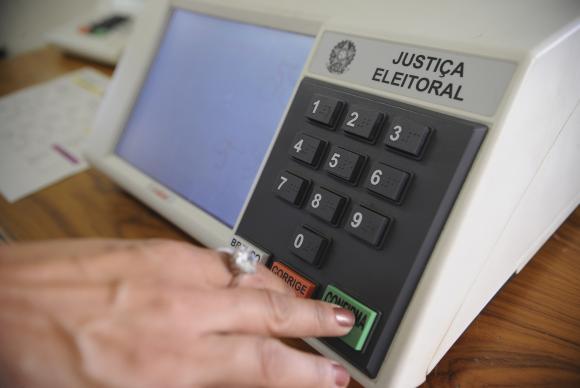 Estudo mostra como os brasileiros no exterior se posicionaram nas últimas eleições. Crédito: Fábio Pozzebom/Agência Brasil