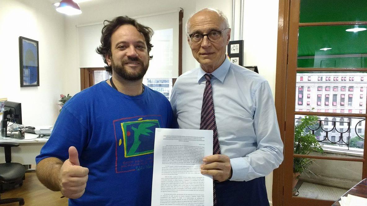 Paulo Illes e Eduardo Suplicy, secretário municipal de Direitos Humanos e Cidadania. Crédito: arquivo pessoal