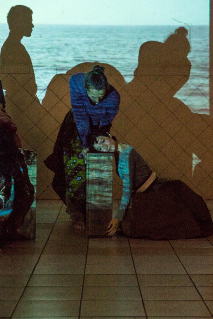 Cena de ensaio do espetáculo Tempo Suspenso, que estreia oficialmente no dia 28 em São Paulo. Crédito: Divulgação