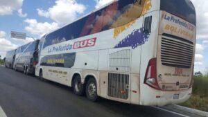 Os bolivianos que estavam nos ônibus parados na GO-060, na verdade, vieram a Goiânia para evento do Grupo Sion, do ramo imobiliário. Crédito: PRF-GO