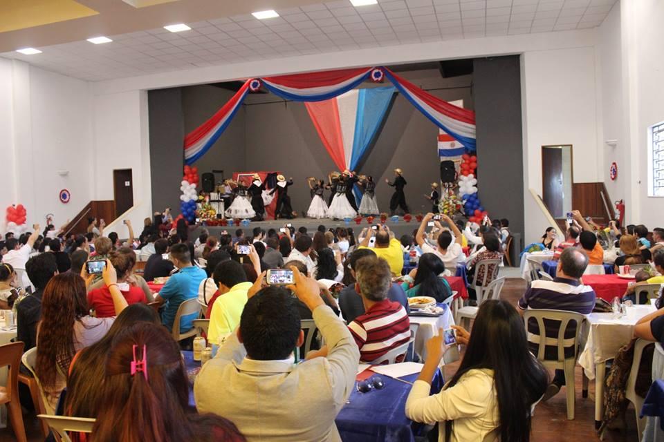 Auditório da Igreja da Paz ficou lotado para a Festa da Independência do Paraguai e do Dia das Mães. Crédito: Leo Ramirez