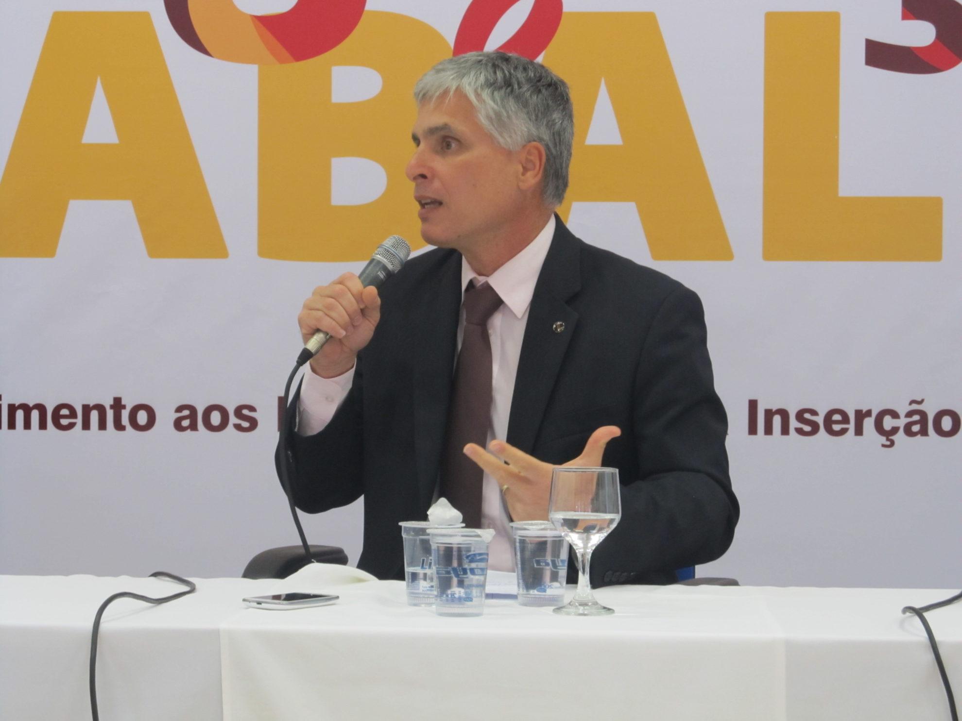 Paulo Sérgio de Almeida, presidente do CNIg, durante evento em São Paulo. Crédito: Rodrigo Borges Delfim/MigraMundo - out.2014