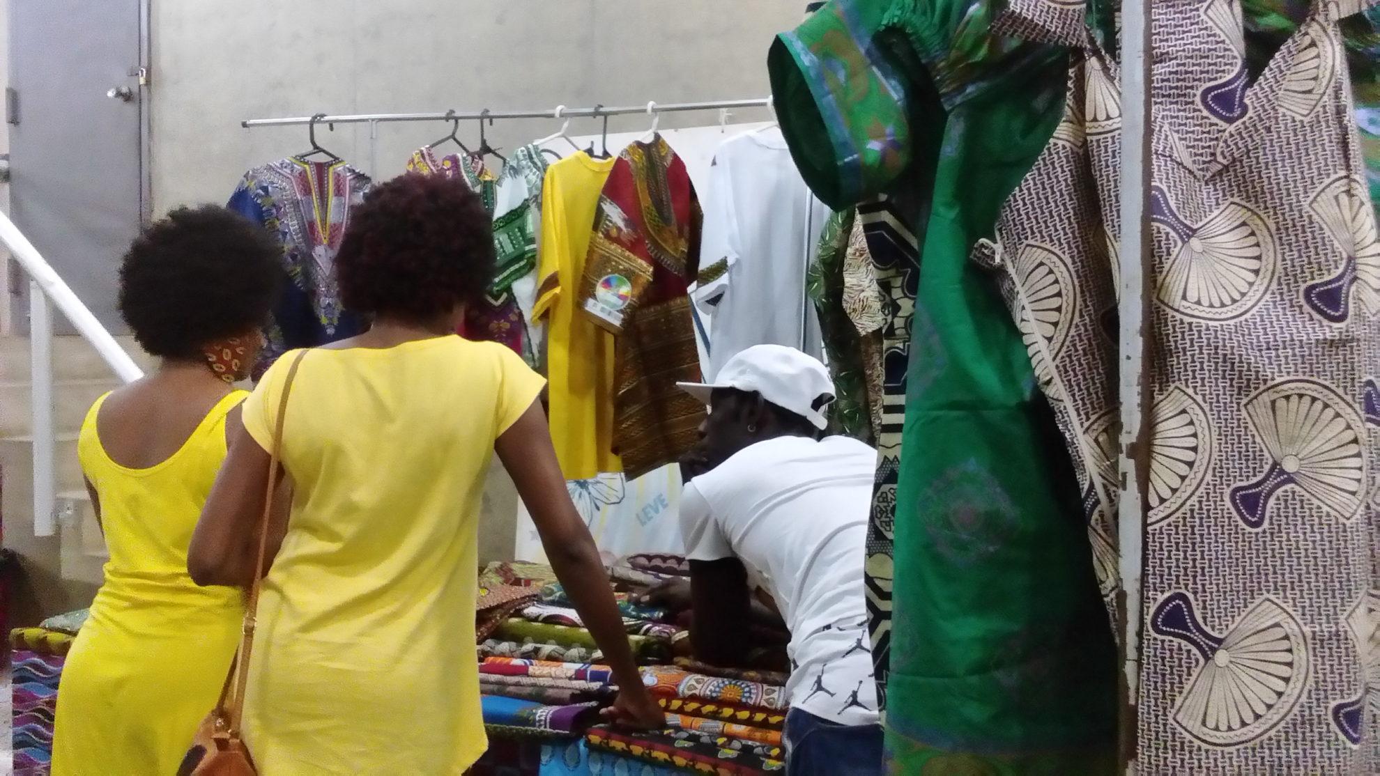 Evento teve venda de produtos preparados pelos próprios refugiados e imigrantes. Crédito: Amanda Rossa