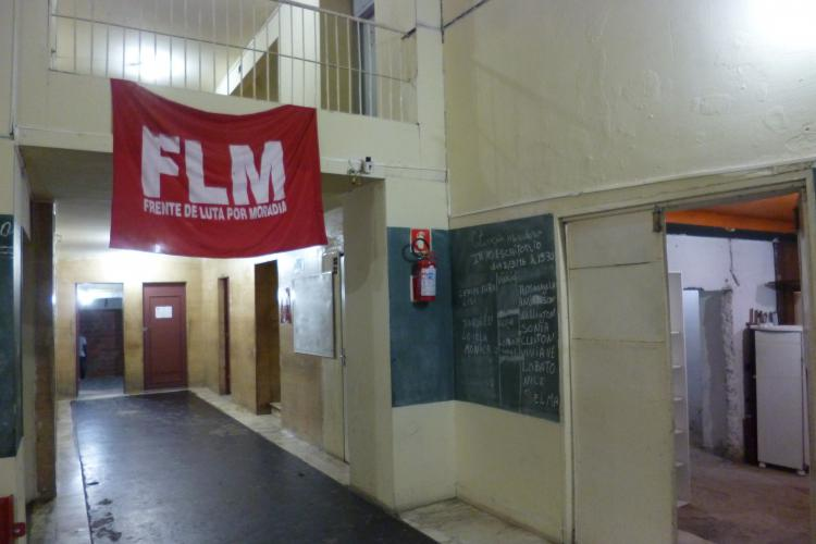 Sala de entrada de um edifício ocupado no centro da cidade de São Paulo. Crédito: Heike Drotbohm
