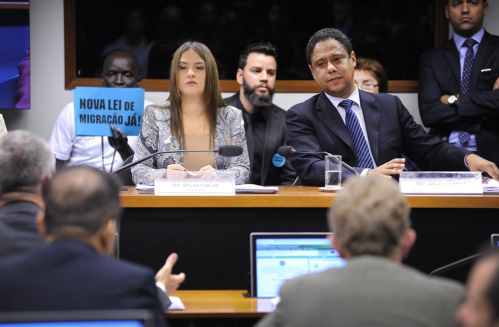 Os deputados Bruna Furlan e Orlando Silva durante votação do PL na comissão especial da Câmara. Crédito: Alex Teixeira/Câmara dos Deputados