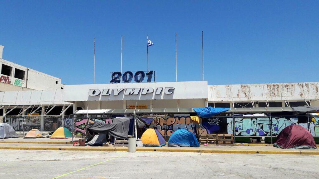 O abandonado complexo esportivo de Atenas virou a casa de refugiados. Crédito: Bruna Kadletz