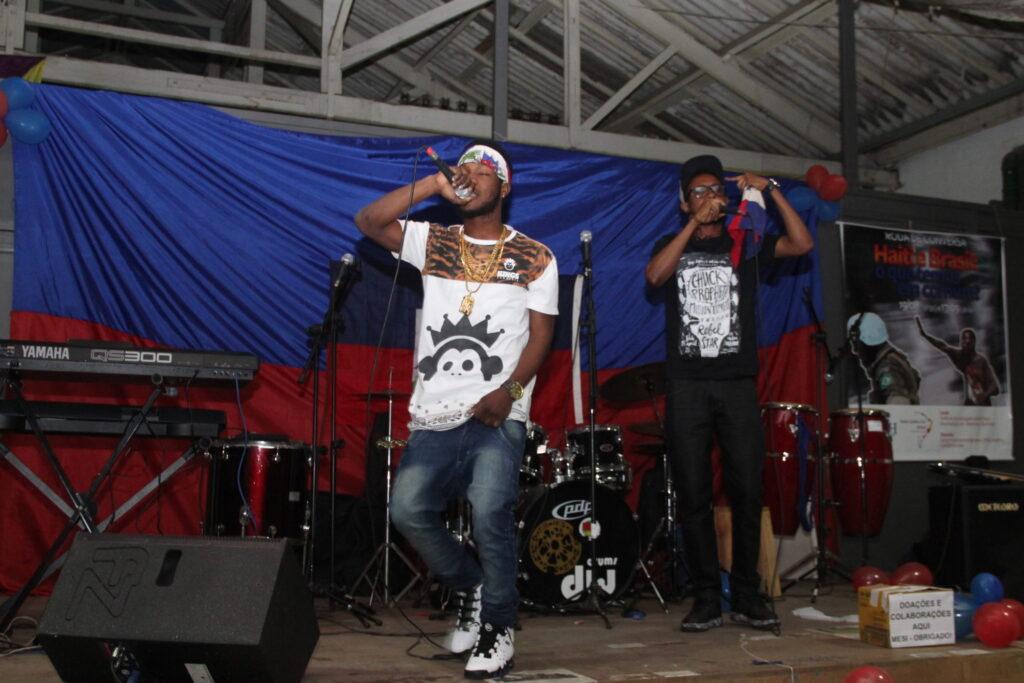 Grupo de rap Dance Low foi uma das atrações da festa. Crédito: Eva Bella/MigraMundo