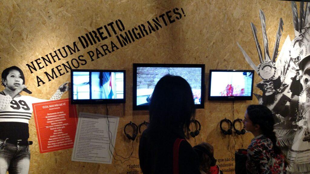 Seja em poemas, fotos, vídeos ou depoimentos, nova mostra do Museu da Imigração reitera que migrar é direito humano. Crédito: Rodrigo Borges Delfim/MigraMundo