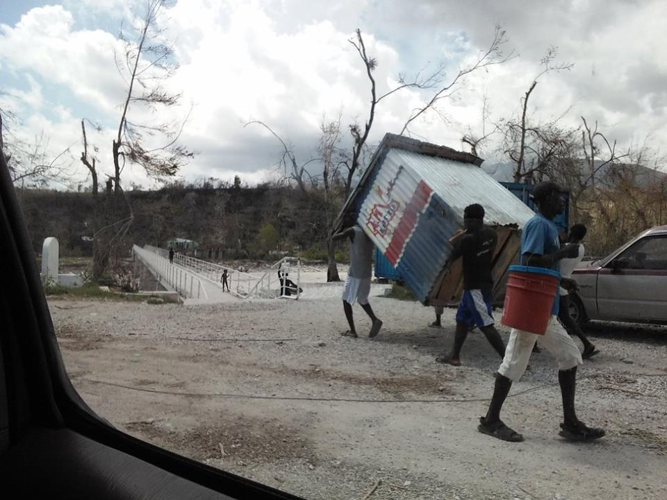 Redes de solidariedade informais são comuns no Haiti. Crédito: Werner Garbers e Rosena Olivier