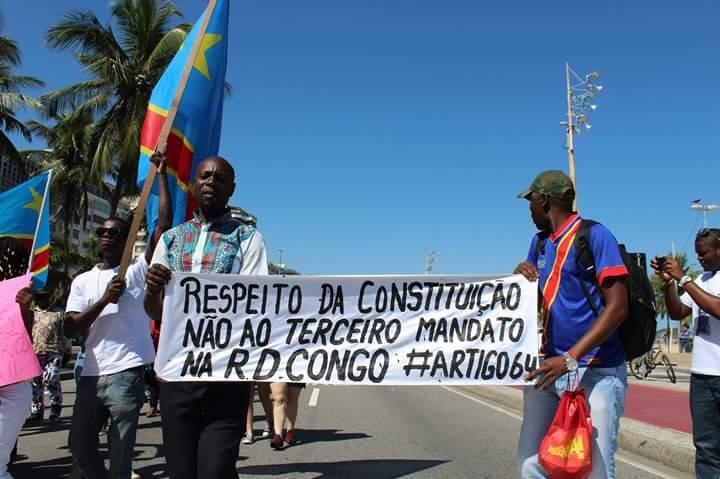 Cerca de cem congoleses integraram o protesto no bairro de Copacabana, no Rio. Crédito: Divulgação