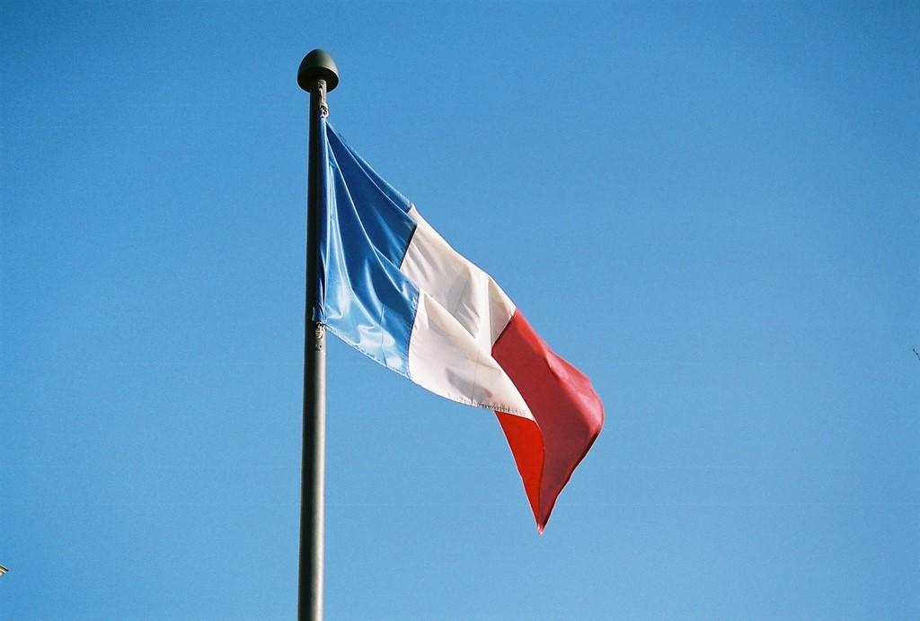Bandeira da França, país que vem aumentando as restrições à migração