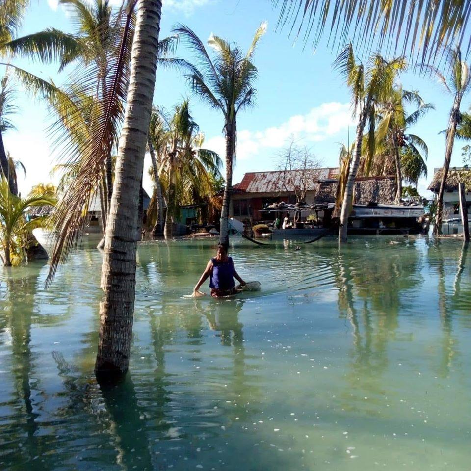 Inundação em South Tarawa, capital de Kiribati. País está ameaçado de desaparecer devido às mudanças climáticas