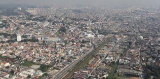 Vista aérea do bairro de Guaianases, no extremo leste de São Paulo