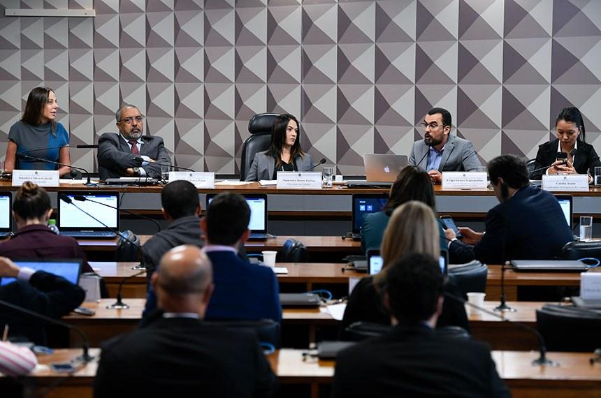 Comissão para migrações e refugiados recebe sugestões de especialistas